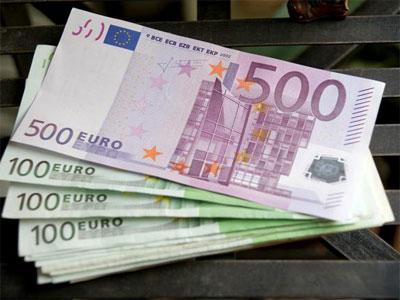 Запрещено получать наличными зарплату свыше 1000 евро